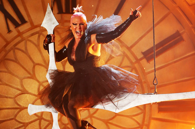 02-pink-performs-onstage-bbma-2016-billboard-650-1548
